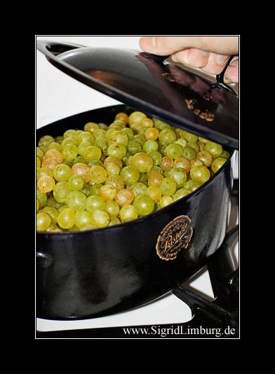 Fotografie von Weintrauben in einem Topf