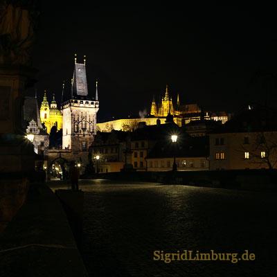 Fotografie Karlsbrücke und Burg in Prag bei Nacht© Sigrid Limburg